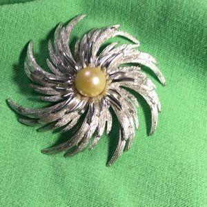 Vintage starburst with large faux pearl brooch